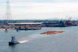 SDS tug at work towing log rafts on the Lower Columbia